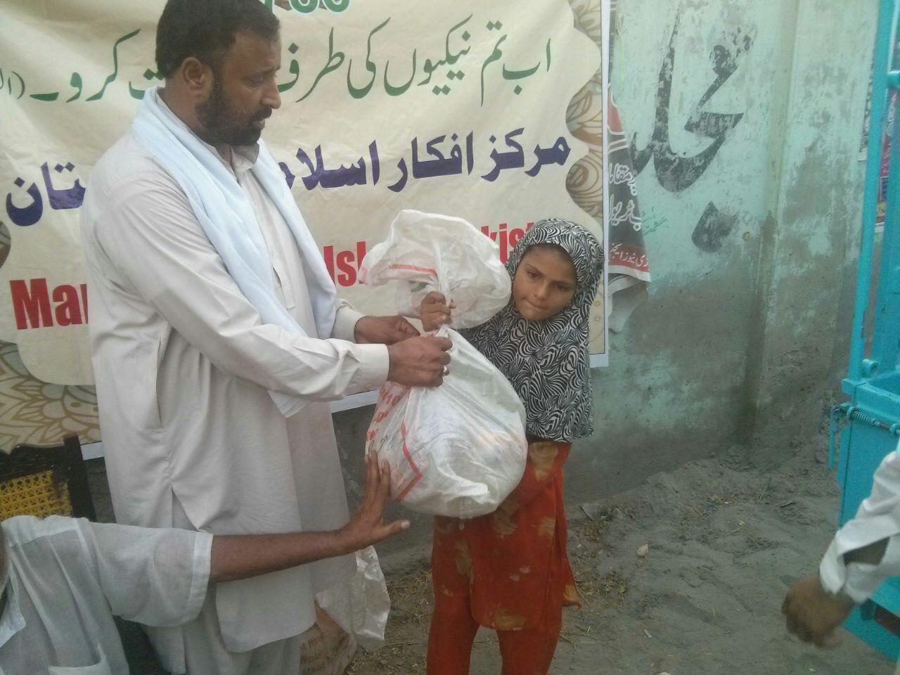 لیہ اور ڈیرہ اسماعیل خان میں راشن کی تقسیم