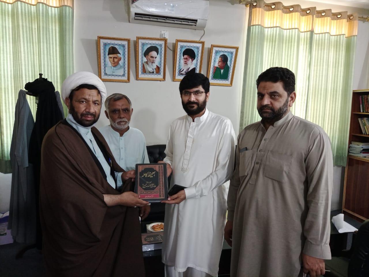 جناب عون ساجد نقوی کو نہج البلاغہ اور صحیفہ ساجدیہ پیش کی گئی