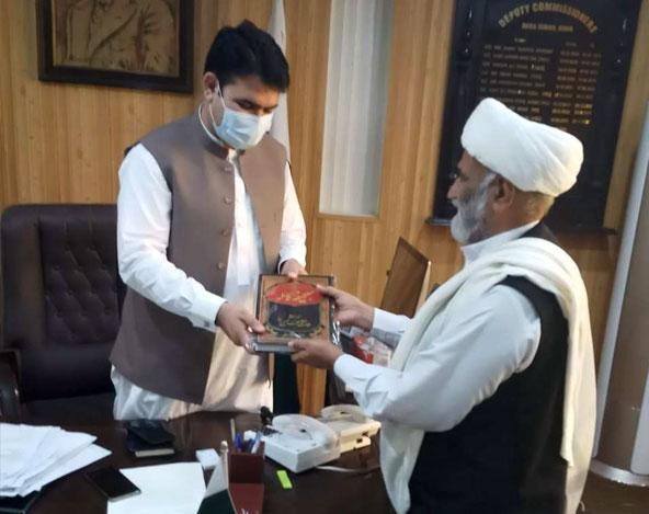 ڈی سی ضلع ڈیرہ اسماعیل خان کو نہج البلاغہ پیش کی گئی