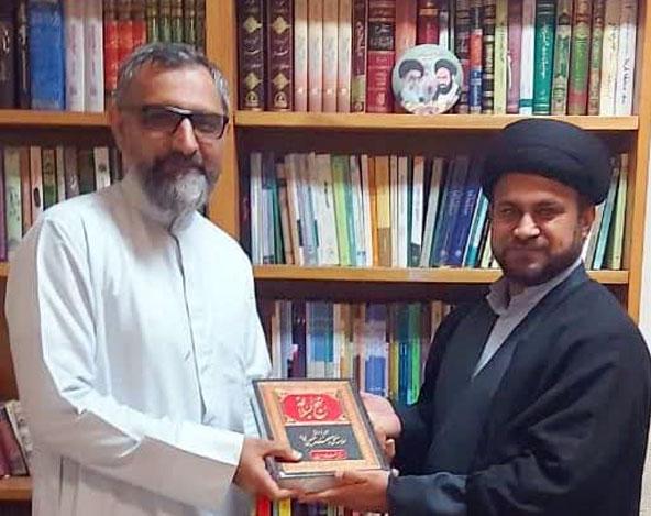 مولانا سید نصرت بخاری صاحب کو نہج البلاغہ ہدیہ کیا گیا